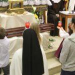 9c djeca pred relikvijama