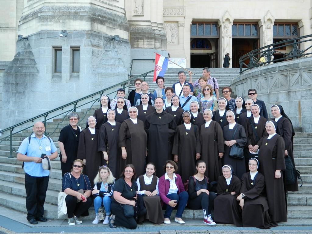 Ispred Bazilike Svetice iz Lisieuxa