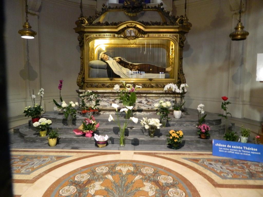 Kapela Karmela u Lisieuxu - na grobu sv. Terezije od Djeteta Isusa u Sv. Lica
