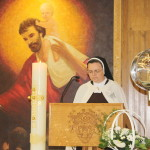 s. Ana Terezija čita liturgijsko čitanje