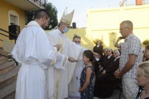 primanjem karmelskog škapulara pod Marijinu zaštitu su se stavile i obitelji